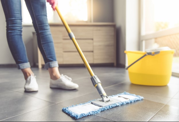 تمیز کردن کف چوبی و پارکت خانه