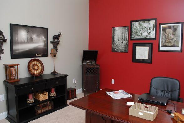 رنگ قرمز در اتاق کار