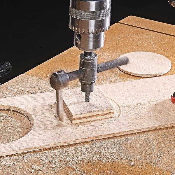 برش دایره ای چوب با استفاده از دستگاه اور فرز