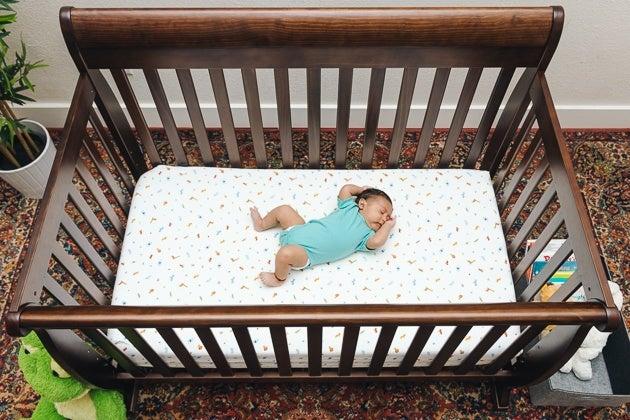 تخت کودک با قابلیت تنظیم ارتفاع